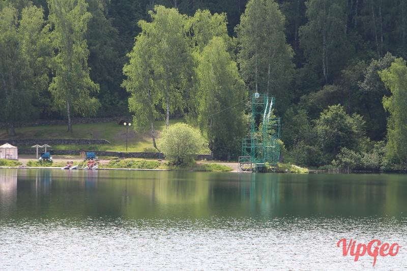 Берег парк-отеля Ая