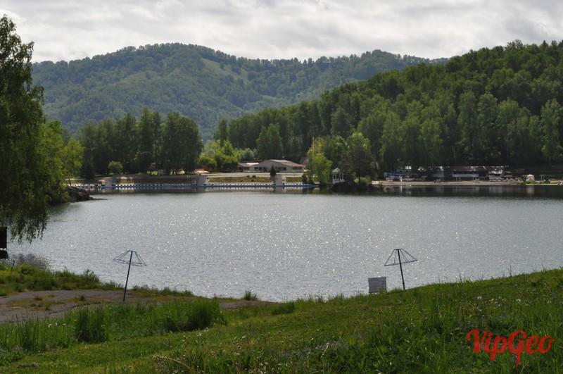 Озера Ая в начале июня. Вдали виднеется знаменитый островок